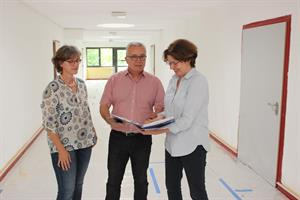 Heinzelmännchen in den Schulen: Handwerker arbeiten tatkräftig an den Baustellen