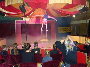 Manege frei - 30 kleine Artist*innen begeistern beim Zirkuscamp
